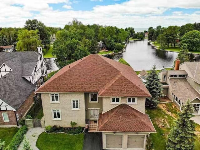 Luxurious 5 BR/3 BA Waterfront Over 5000 SqFt