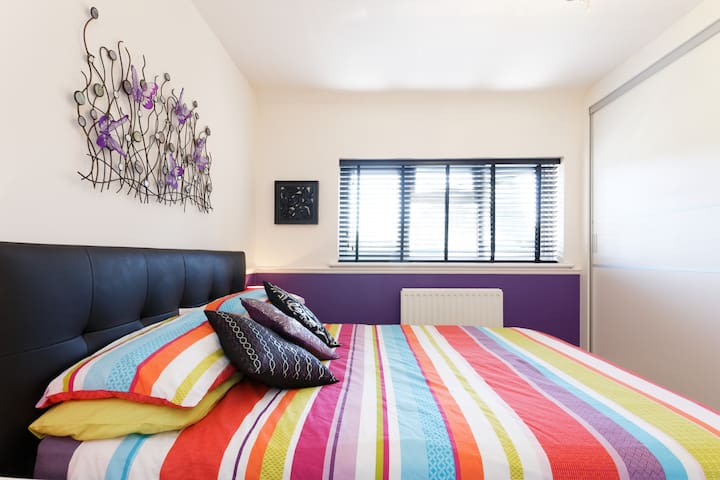 Purple Room with garden in Eltham, Greenwich - London - Lejlighed