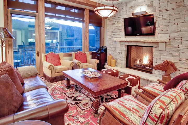 Appealing Hillside Condo, Silver Strike #405, with lodge amenities and stunning views