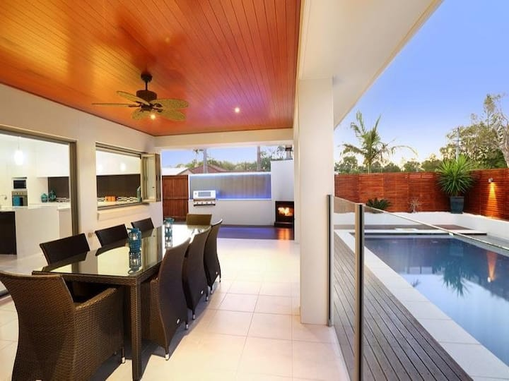 Paradise living, modern family home by Mooloolaba