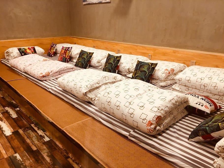 卧室三榻榻米