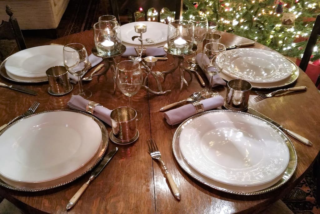 Dinnerware for your guest with several choices of linen to make your evening special.