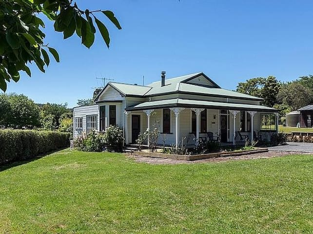 Villa on The Park - Lake Tarawera Holiday Home - Lake Tarawera