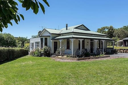 Villa on The Park - Lake Tarawera Holiday Home - Lake Tarawera - House
