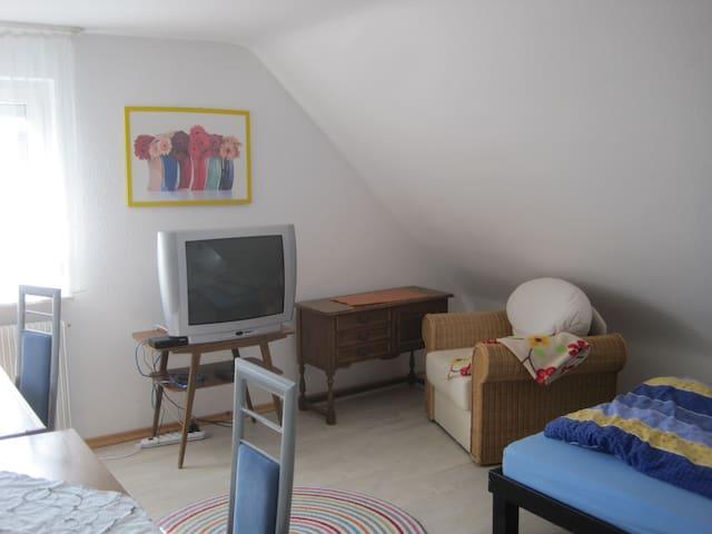 Zimmer in einer WG; Dusche; sep. WC - Villingen-Schwenningen