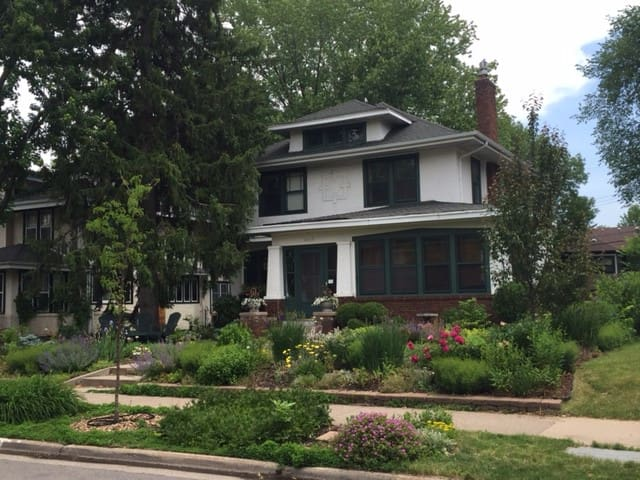 Sunny B&B for women! - Minneapolis