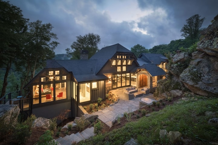 Bouldercrest at EN- Stunning home, game room, indoor and outdoor fireplaces