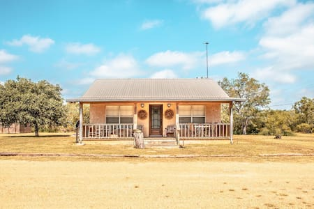 Hideaway in Hindes - 3/2- 11 mi from Charlotte, TX