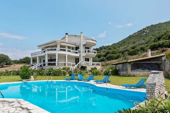Swanky Holiday Home in Gourgovli with Private Swimming Pool