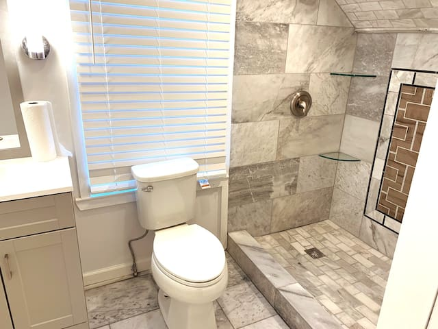 Budget Room/Private Bathroom - Brookhaven