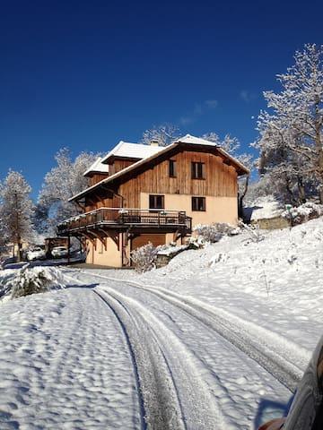 Grand chalet entre lac et montagne - Chorges - Hus