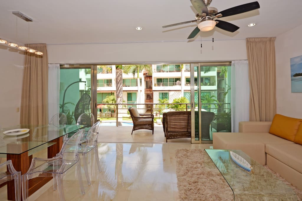 Spacious Living and dining room