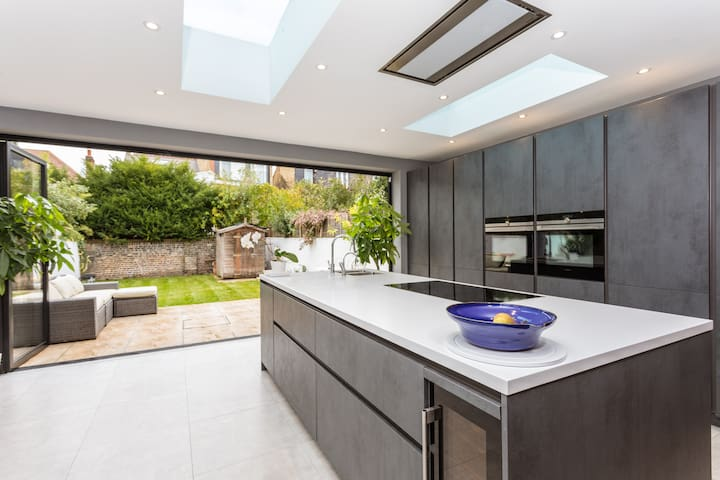 Newly modernised 4 bedroom home, family friendly