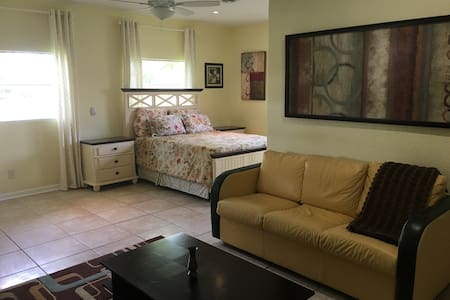 Cozy and convenient suite at West Palm Beach