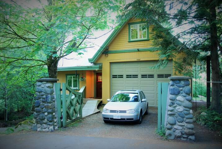Quiet, cozy lakefront cottage - Victoria - Haus