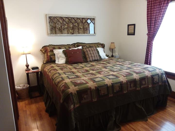 Molly's Manor B&B - King Room