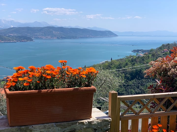 Amazing Seaview Apartment on Cinque Terre Hiking
