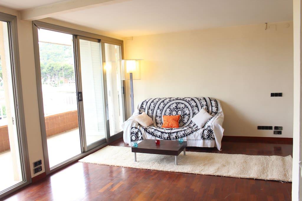 Precioso piso a 100m de la playa con jacuzzi flats for for Pisos castelldefels playa