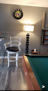 Charming Home near Downtown Fernley - pool table!