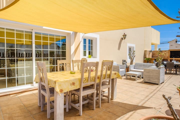 Air-conditioned Holiday Home with Wi-Fi, Balcony and Terrace; Pets Allowed
