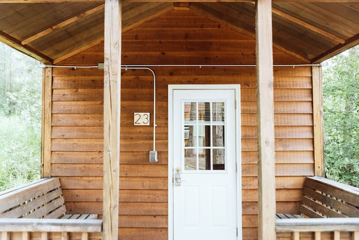 Cabin 23 and keyless entry to come and go as you please without having to search for keys!
