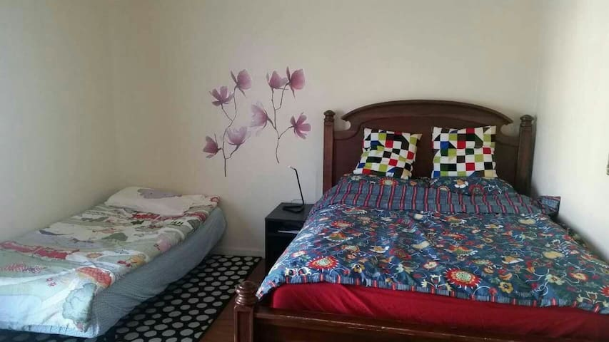 26720#1.masteroom with bath queen size bed, sofa