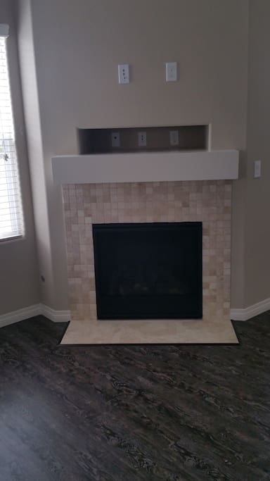 Large living room/ gas fireplace