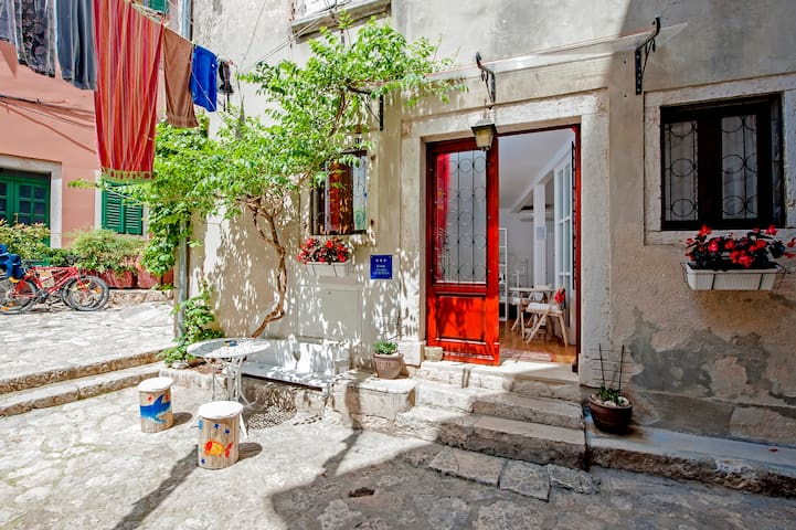 Studio Kala: AIRCO, powerful WIFI, chill-out PATIO