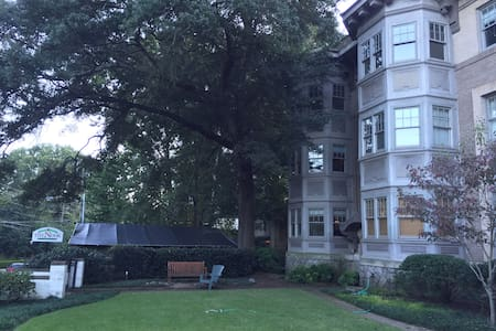 1 bedroom directly on Piedmont Park