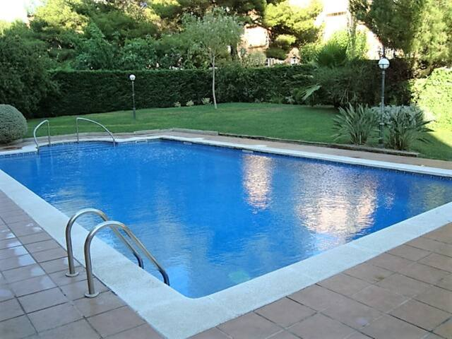 SUNNY -4 ROOMS-POOL-BEACH-GARAJE-AIR CONDITIONED - Tarragona - Apartemen