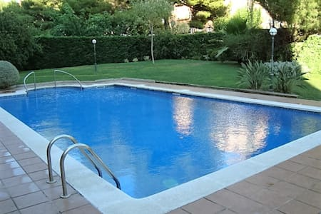 SUNNY -4 ROOMS-POOL-BEACH-GARAJE-AIR CONDITIONED - Tarragona