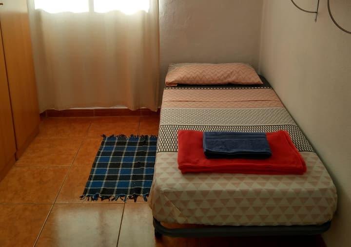 Amplia habitación individual en La Cuesta