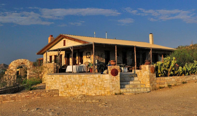 Villa Terlingua, Stylish Main House - Terlingua - Casa