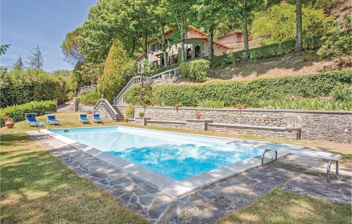 Stunning home in San Godenzo FI with 3 Bedrooms, Outdoor swimming pool and Outdoor swimming pool