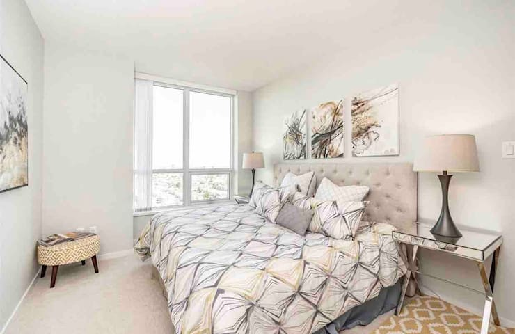 Luxurious 2 bedroom condo in Greater Vancouver