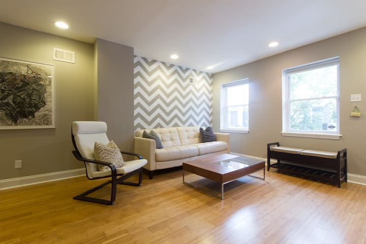 SW center city clean comfortable queen suite