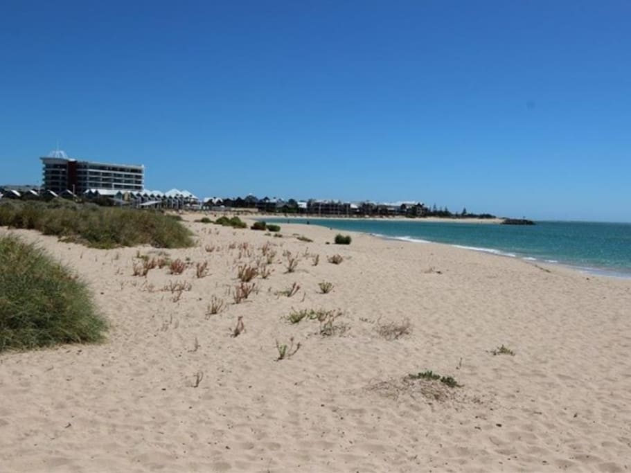 This child friendly beach is less than a 400 metre walk away at the of Stewart Street.