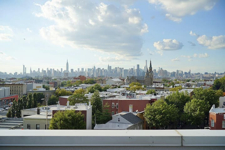 Spacious 2 bedroom penthouse in Williamsburg