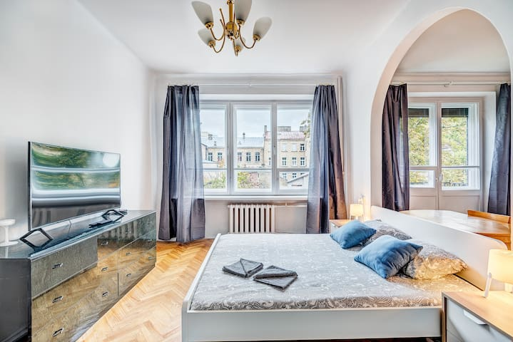 3 Bedrooms flat +Tv next opera theatre