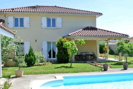 Superbe villa proche aéroport - Janneyrias, France - Haus