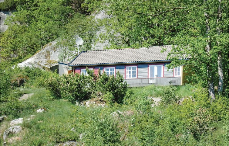 Holiday cottage with 3 bedrooms on 80m² in Lindesnes