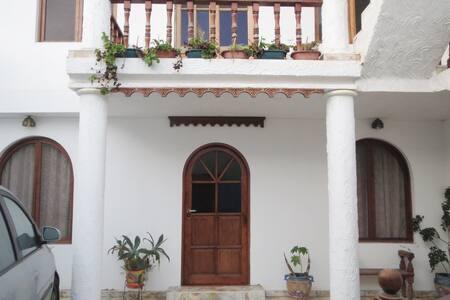 Suite en hermosa casa de playa con piscina - Lurin