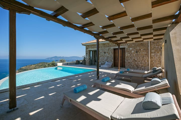 Luxury Villa with sea view and private pool