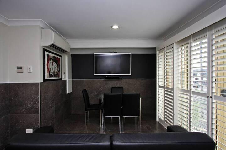 Jesmond Three Bedroom Interconnect Spa Apartment
