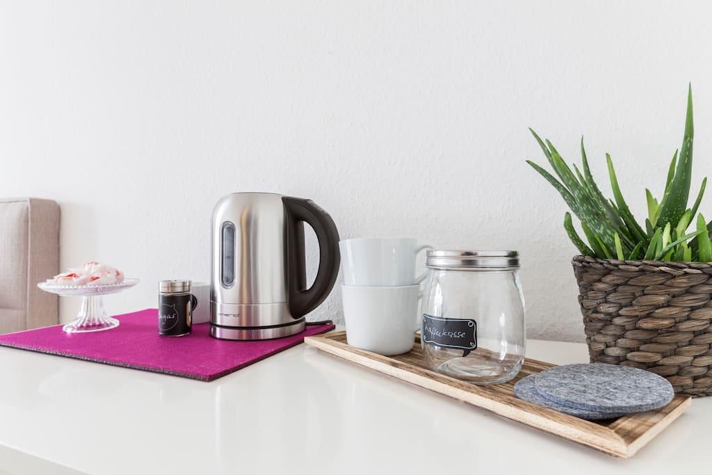 Teestation im Zimmer/ kettle & tea station in the room