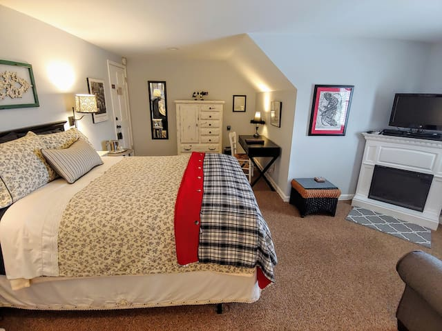 The Chautauqua Room - Greenwoods Bed & Breakfast Inn