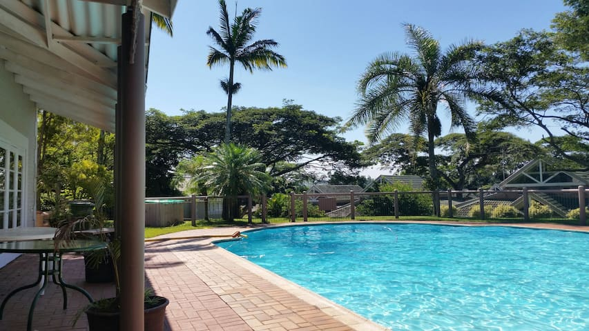 Lovely secured two bedroom flat 5km from the beach - Dolphin Coast - Lejlighed