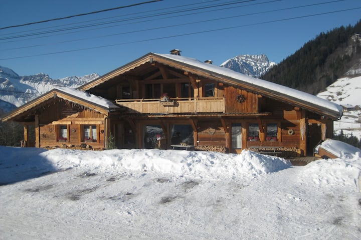 Pretty apartment in a separate mountain chalet