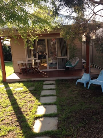 Modern guesthouse in great location - East Victoria Park - Guesthouse