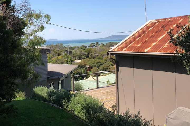 Tin Roof Rusted - Amazing Views 100m from Beach
